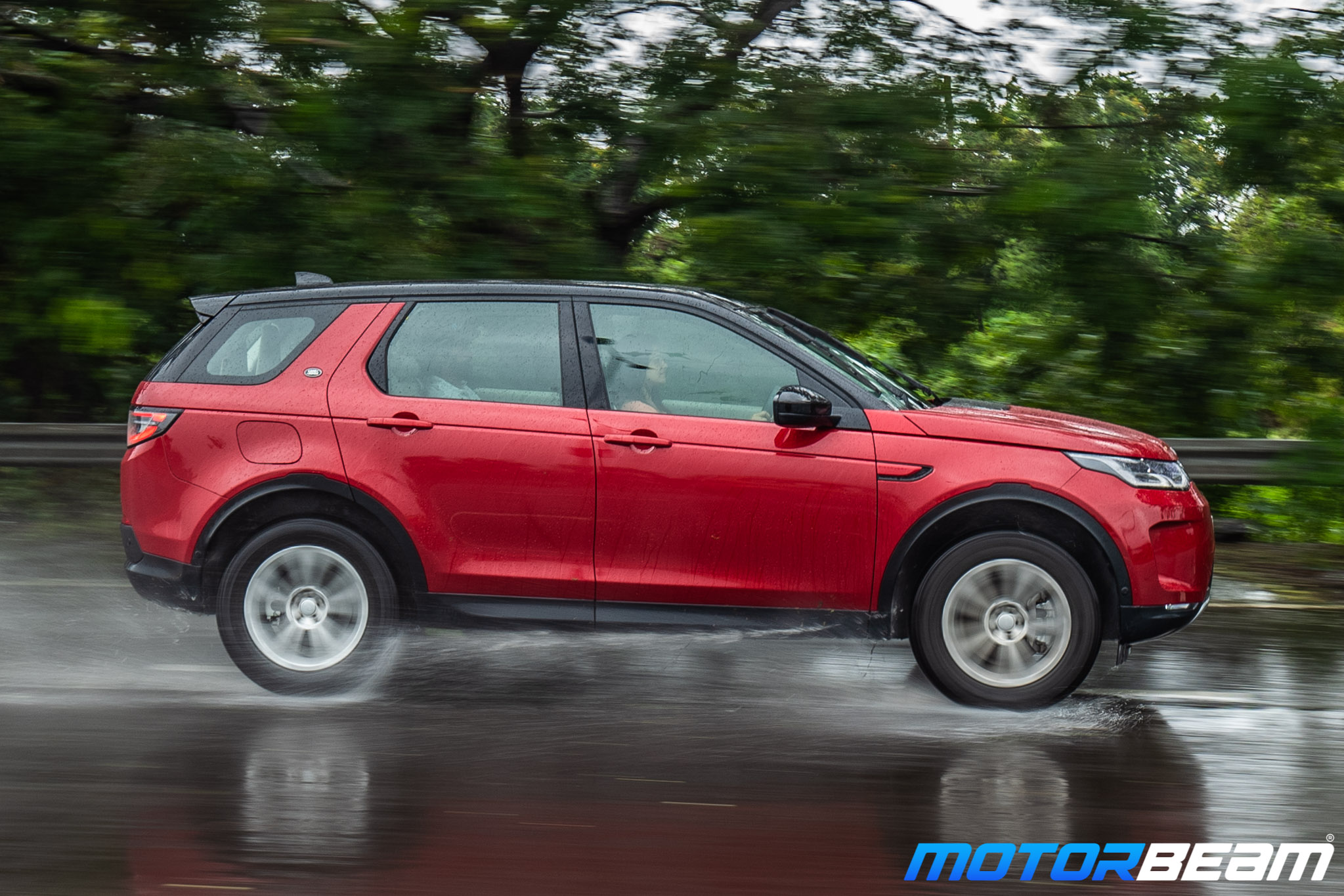 2020-Land-Rover-Discovery-Sport-25