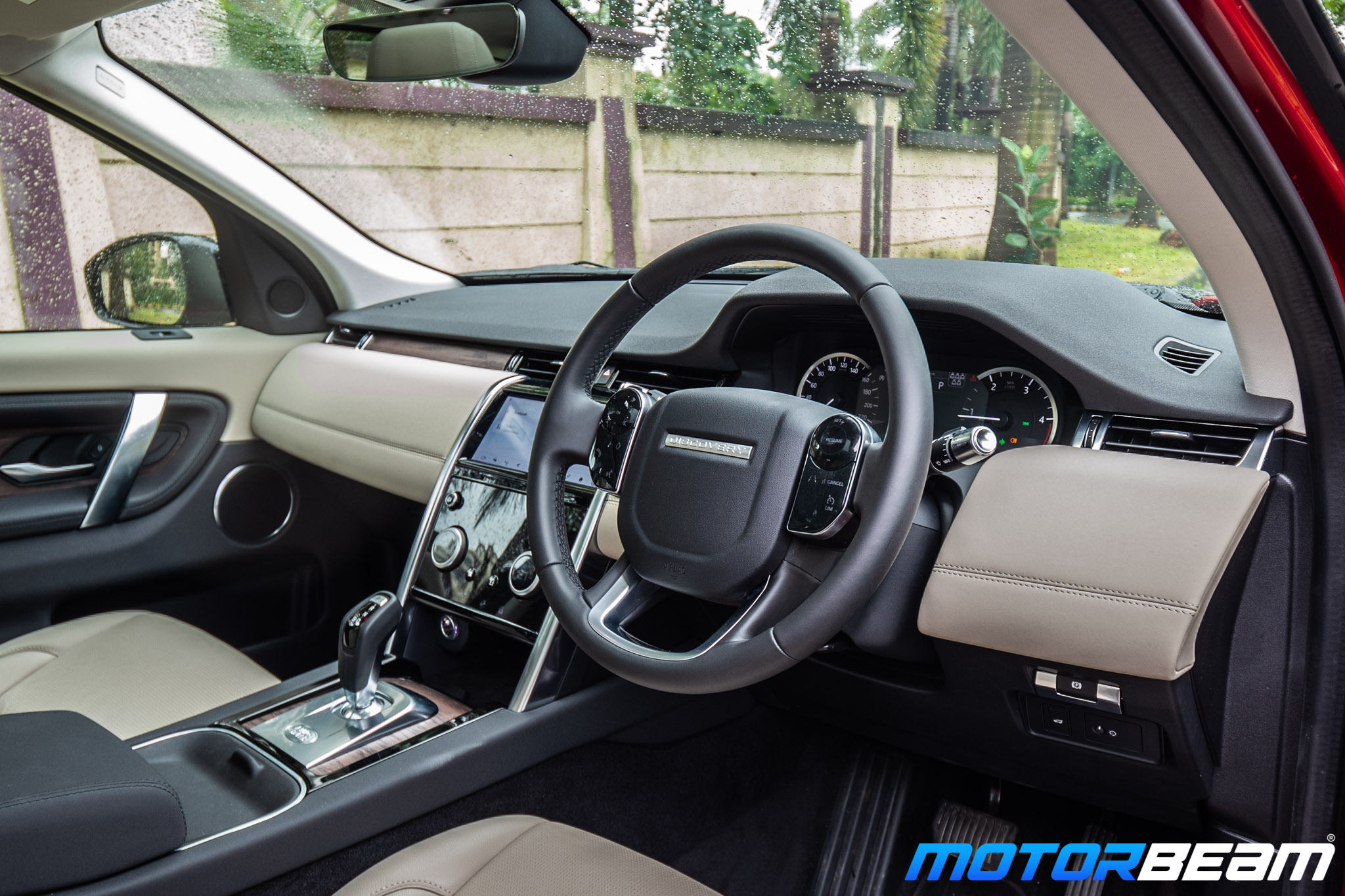 2020-Land-Rover-Discovery-Sport-3