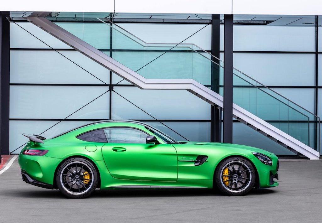 2020 Mercedes-AMG GT R Features