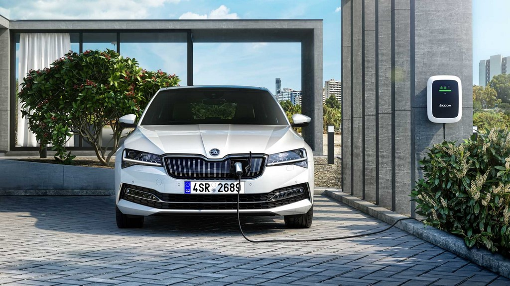2020 Skoda Superb Facelift Hybrid Plug
