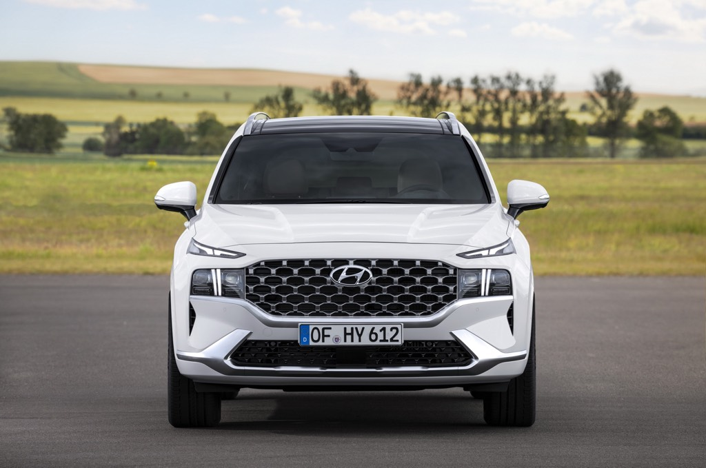 Hyundai Santa Fe crossover SUV revealed: Five-seater faces up against competitors
