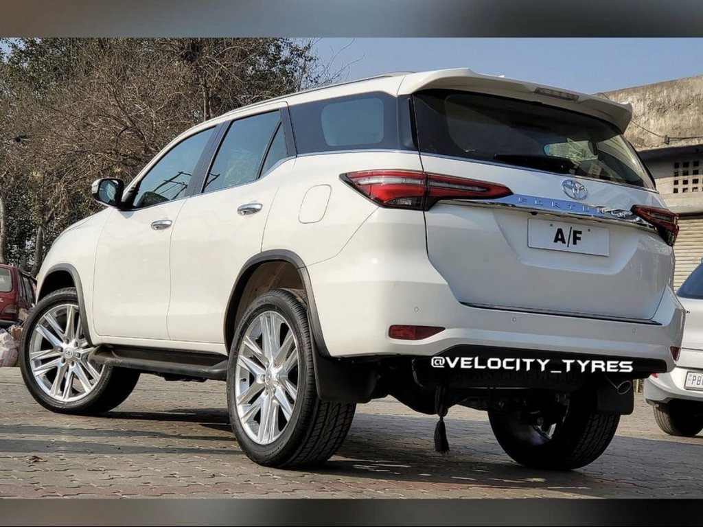 2021 Toyota Fortuner Aftermarket Alloys Rear