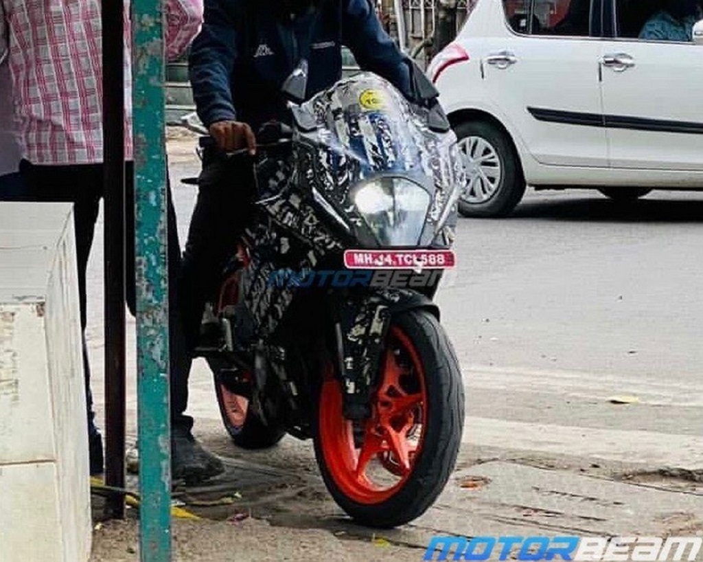 2022 KTM RC 390 Spotted Front