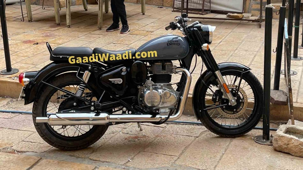 2022 Royal Enfield Classic 350 Spied Side