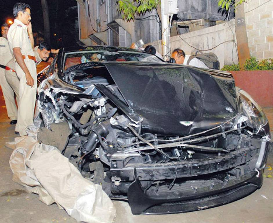 Aston Martin Rapide Mumbai Crash