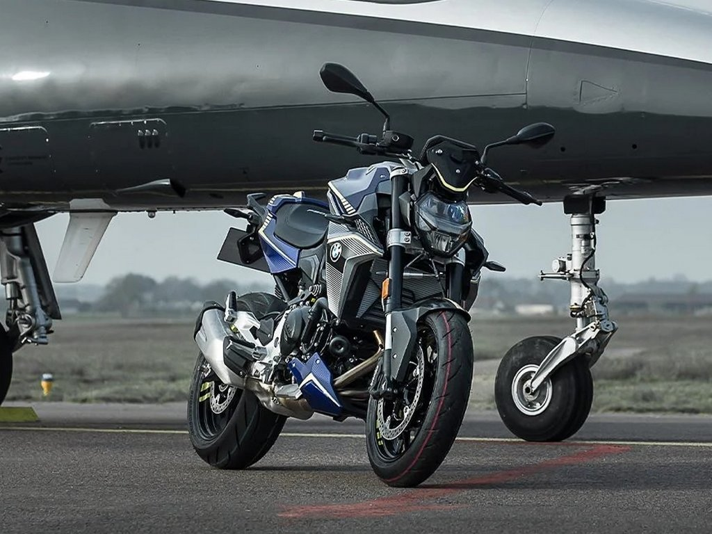 BMW F 900 R Force Front