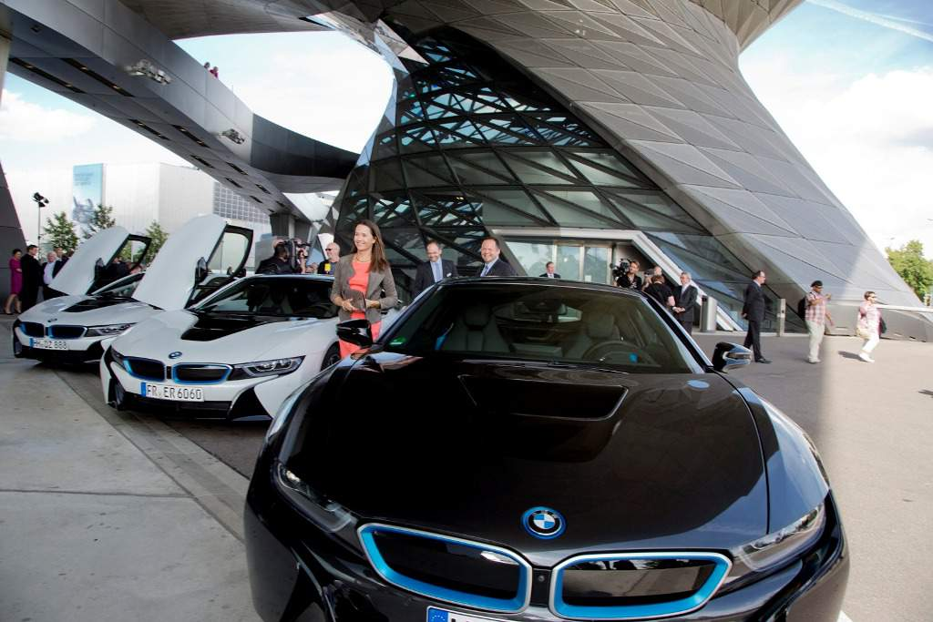 BMW i8 Delivery Lineup