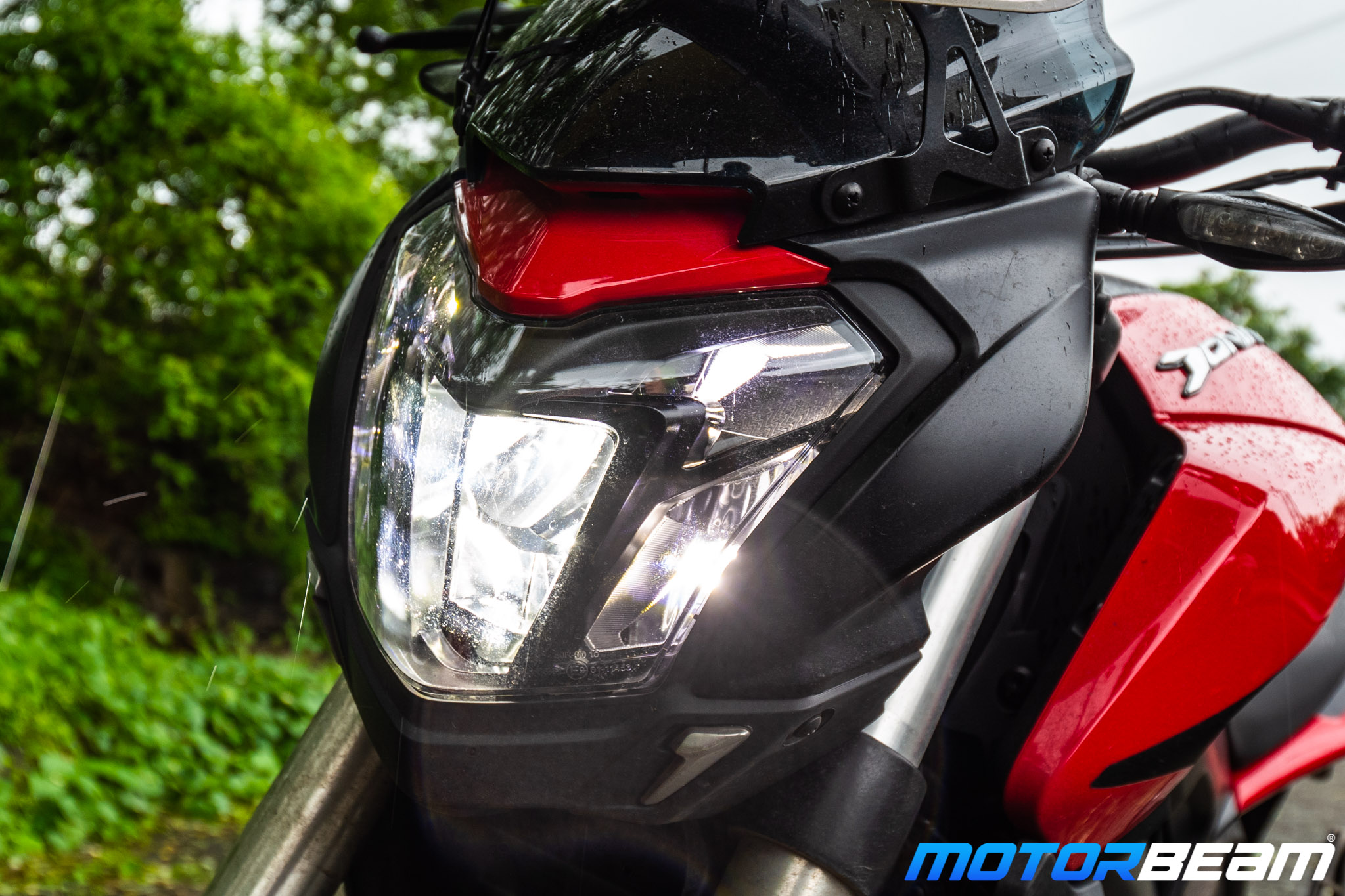 Bajaj Dominar 250 Review Headlight