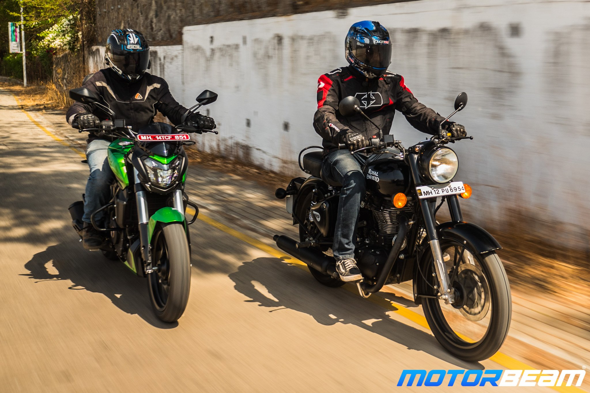 Bajaj Dominar 400 vs Royal Enfield Classic 500 Comparison Test
