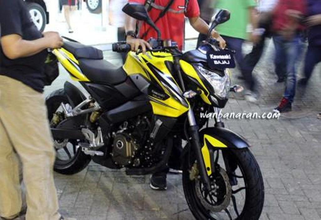 Bajaj Pulsar 200 NS FI Spy Shot