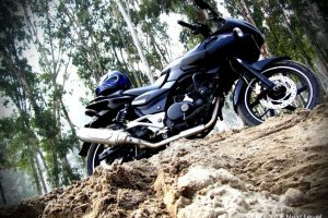 Bajaj Pulsar 220 Wallpaper