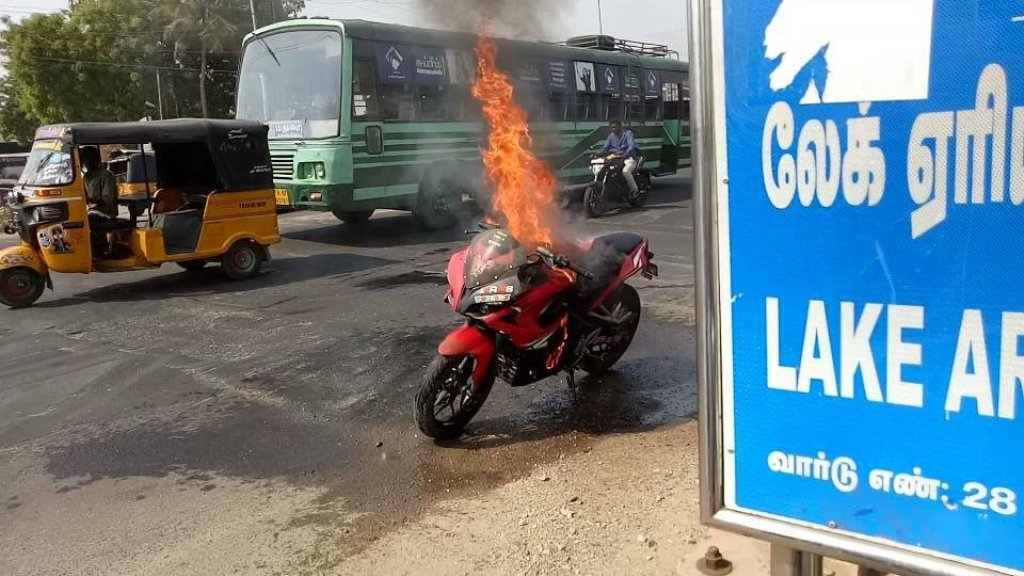 Bajaj Pulsar RS 200 Fire