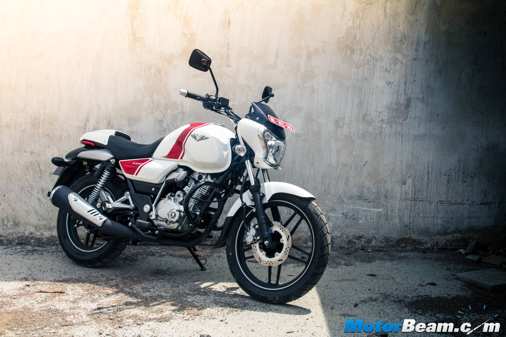 Top 5 150cc 160cc motorcycles in the country indian cars bikes - Bajaj V15 Review