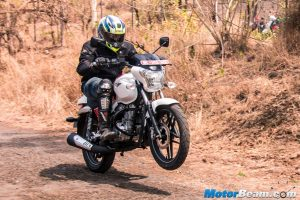 Bajaj V15 Road Test