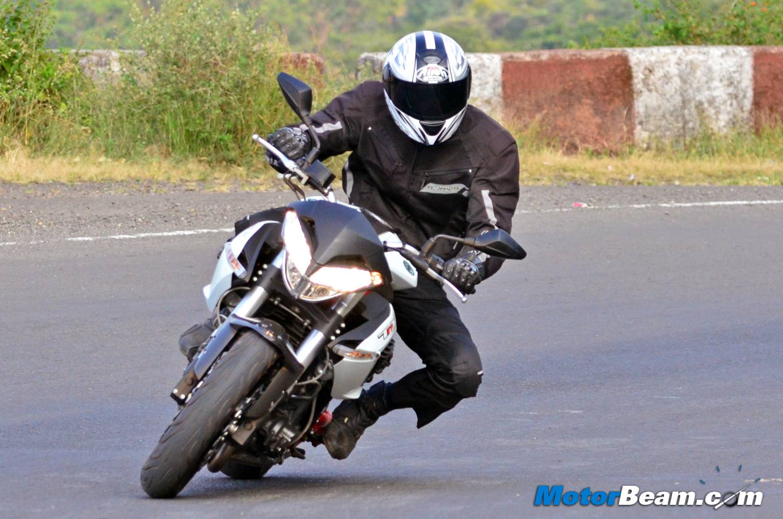 Benelli TNT 899 Review