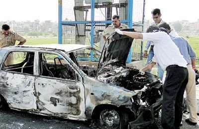 Delhi-man-burns-to-death-after-his-car-suddenly-caught-fire