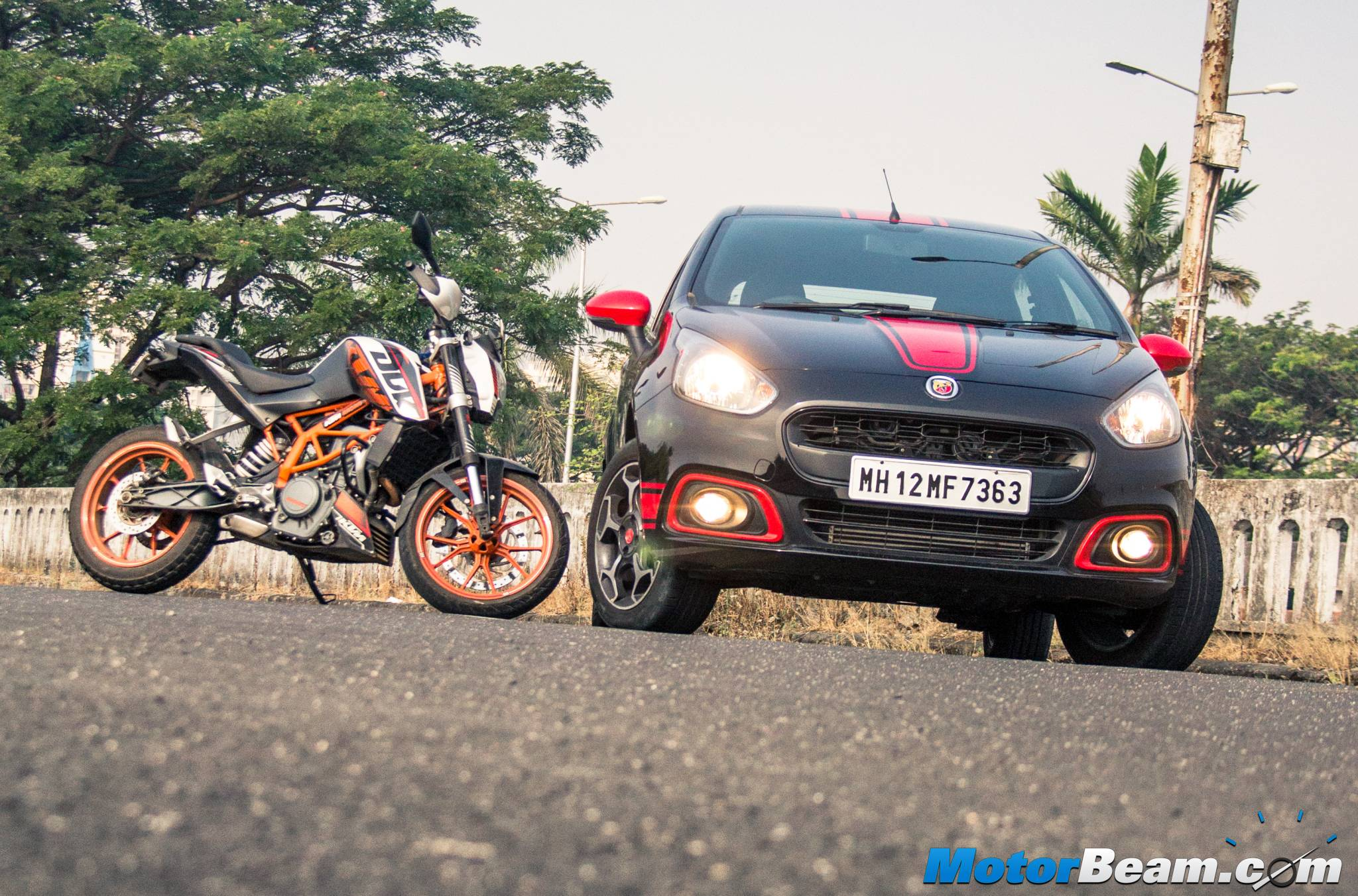 Fiat Punto Abarth vs KTM Duke 390