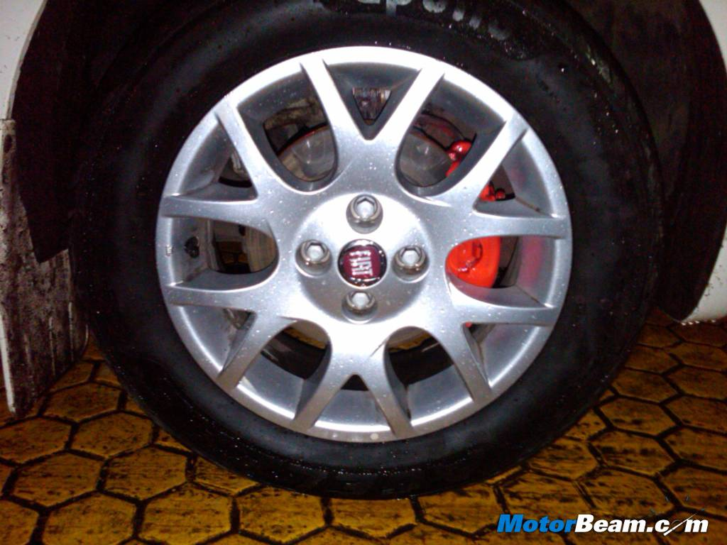 Fiat Punto Red Brake Callipers