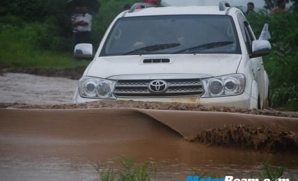 Fortuner_In_Mud_Puddle
