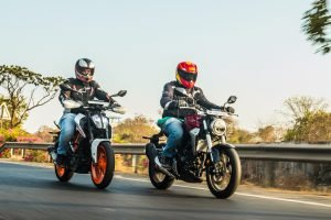 Honda CB300R vs KTM Duke 390 Video