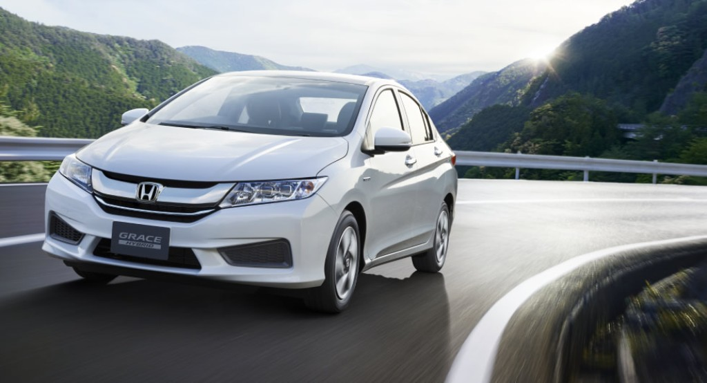 Honda City Sport Hybrid Japan The Colour White