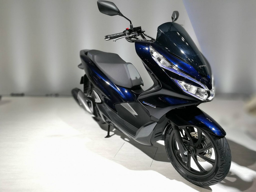honda pcx electric hybrid scooter launch in 2018 auto breaking news. Black Bedroom Furniture Sets. Home Design Ideas
