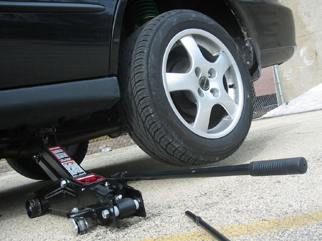 How To Flat Tyre Raise Jack