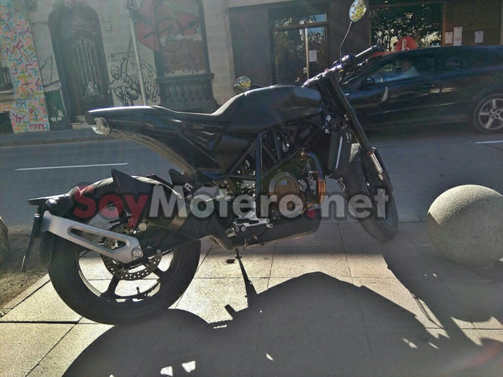 Husqvarna Vitpilen 701 Spied On Test