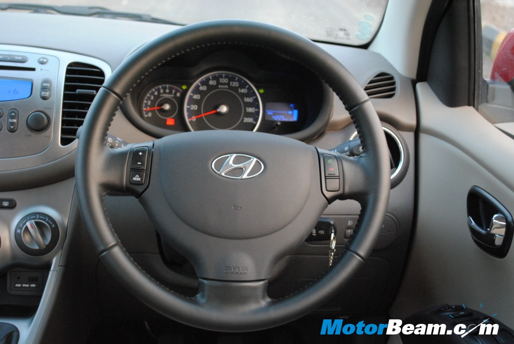 Steering wheel with audio controls and calling buttons
