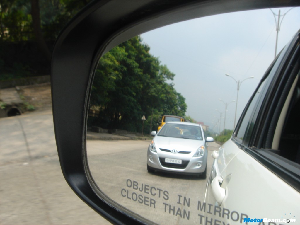 Hyundai_i20_In_Swift_Mirror