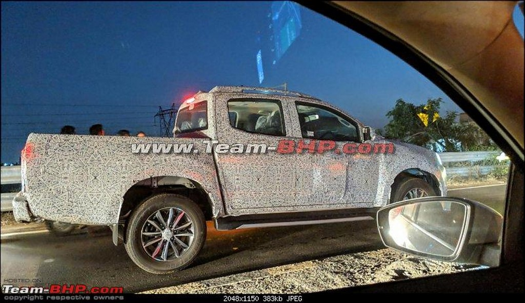 Isuzu D-Max V-Cross Spotted Side