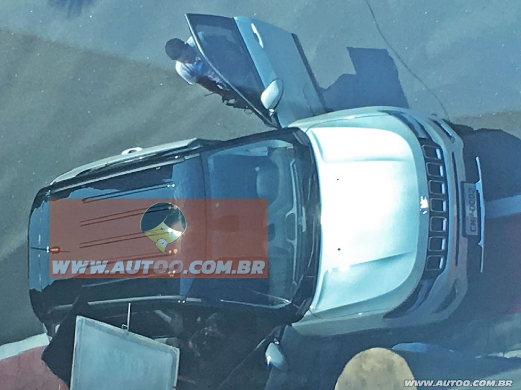 Jeep C-SUV Spotted