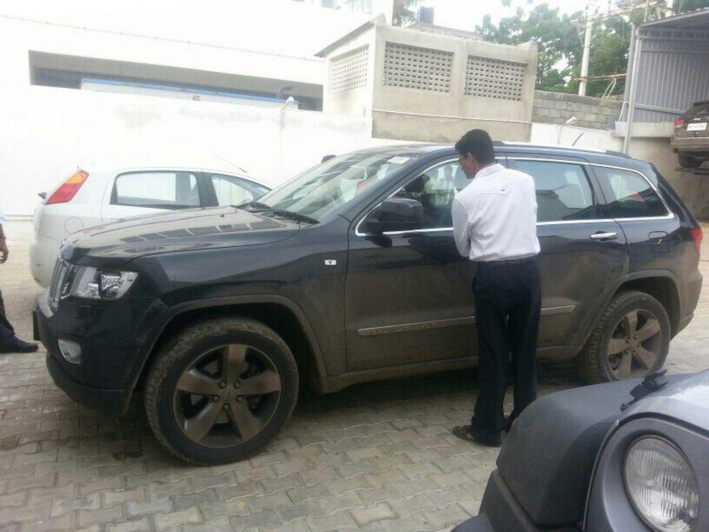 Jeep Grand Cherokee Spied Side