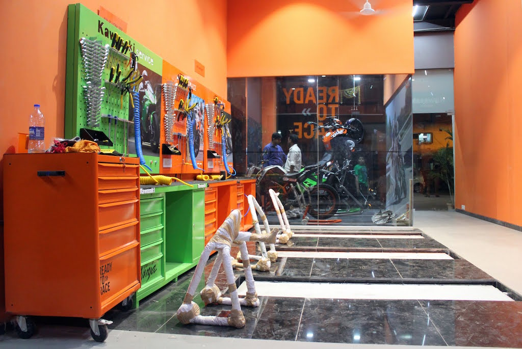 KTM Andheri Dealership Service Station