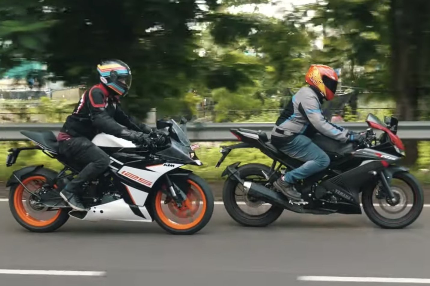 KTM RC 125 vs Yamaha R15 V3