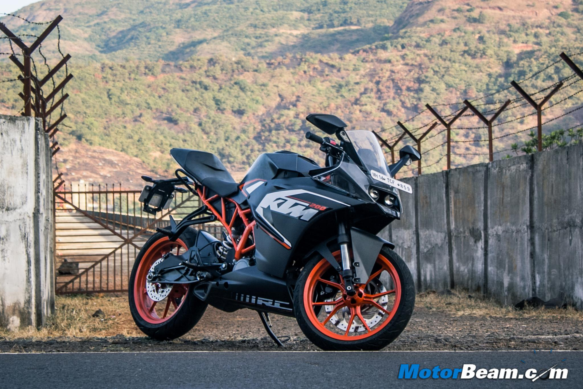 Bajaj pulsar rs200 vs ktm rc200 vs honda cbr250r comparison youtube - Ktm Rc 200 Test Ride Review