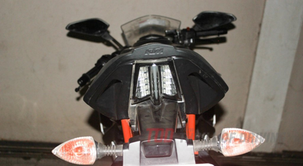 KTM-RC-390-Spied-Tail-Light