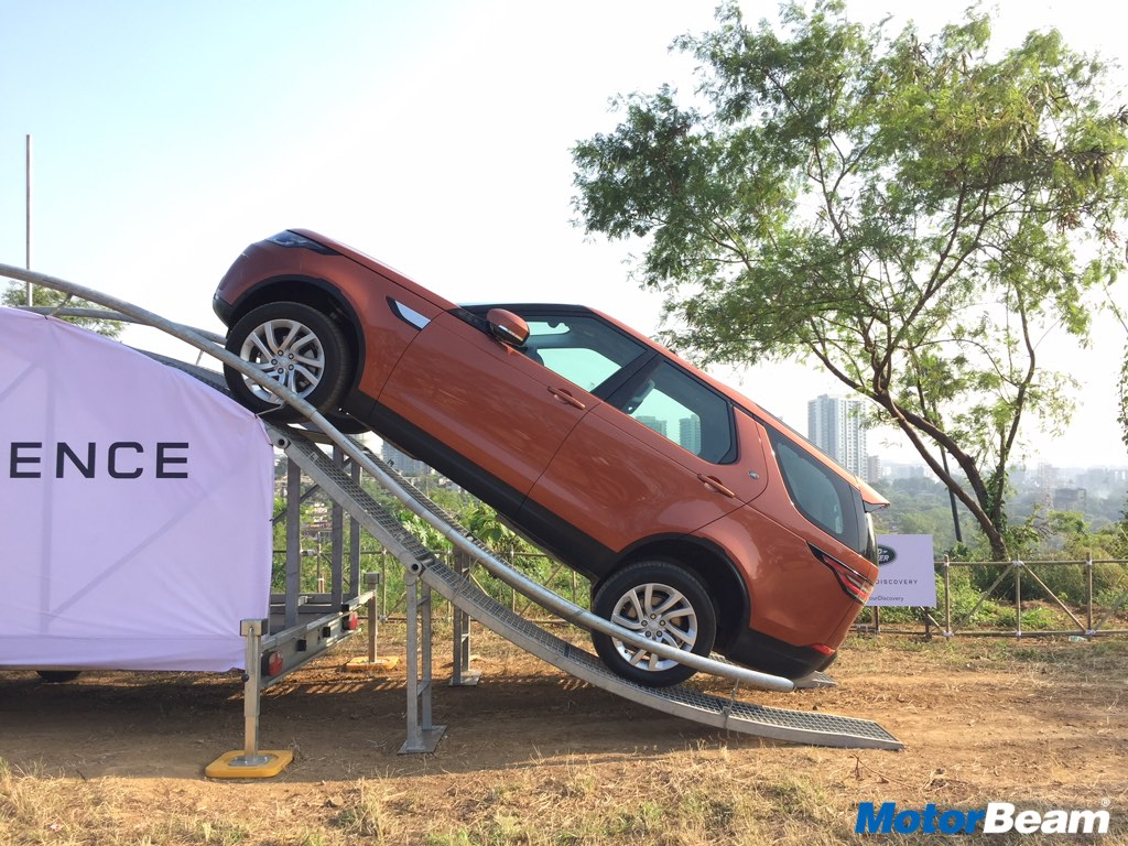 Land Rover Discovery 5 Off-Roading