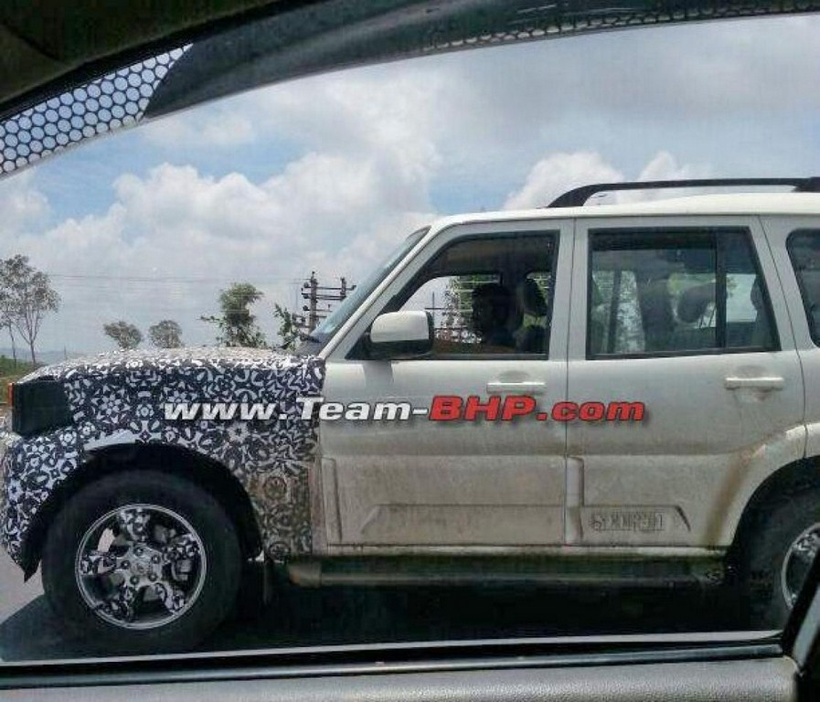 Mahindra Scorpio Facelift Spied Side