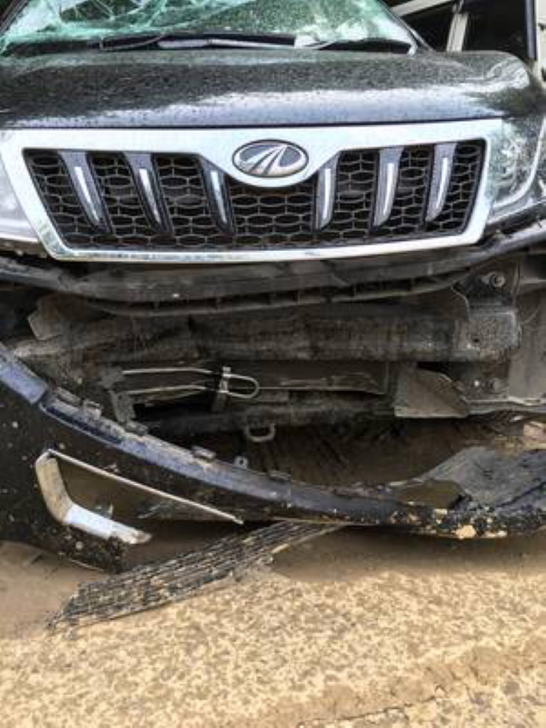 Mahindra Xuv500 Airbags Deployment After Frontal Impact Motorbeam
