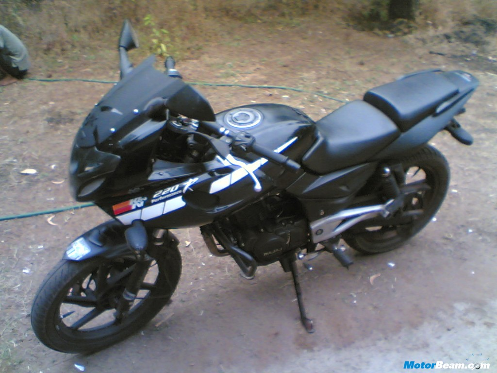 Bike stickering designs for pulsar 150 - Matte_black_bajaj_pulsar_220