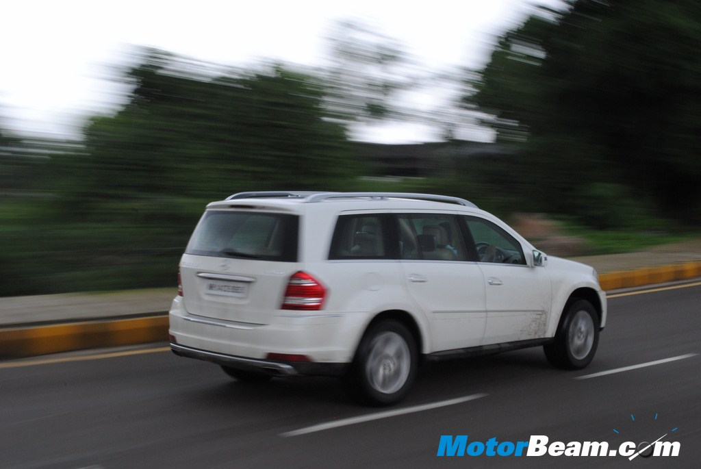 Mercedes GL350 - On the Move