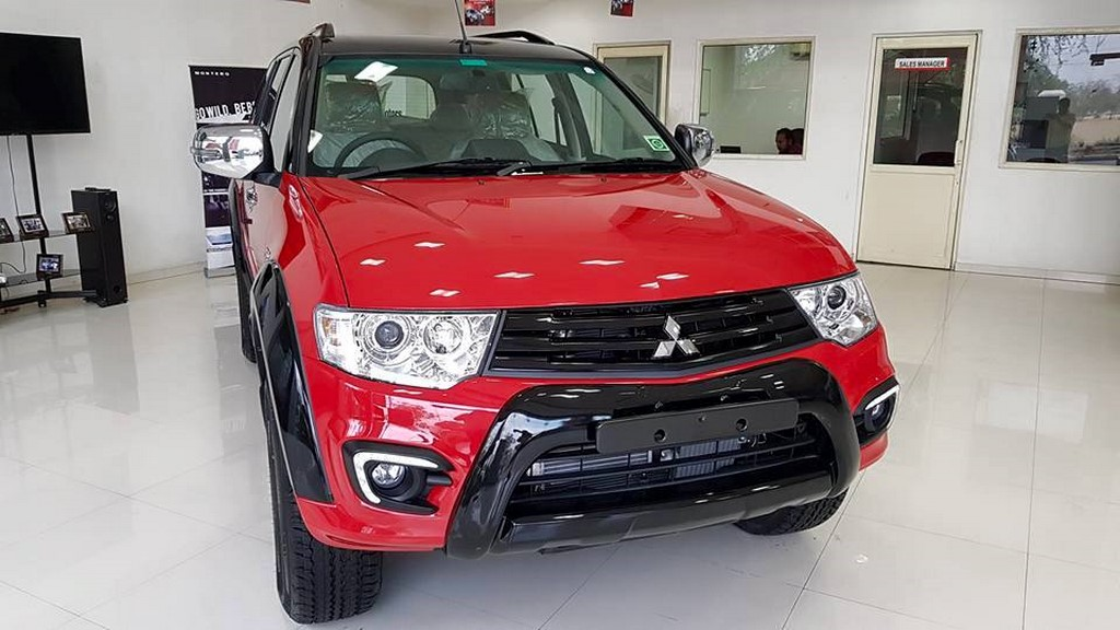 Mitsubishi Pajero Sport Select Plus Red Black