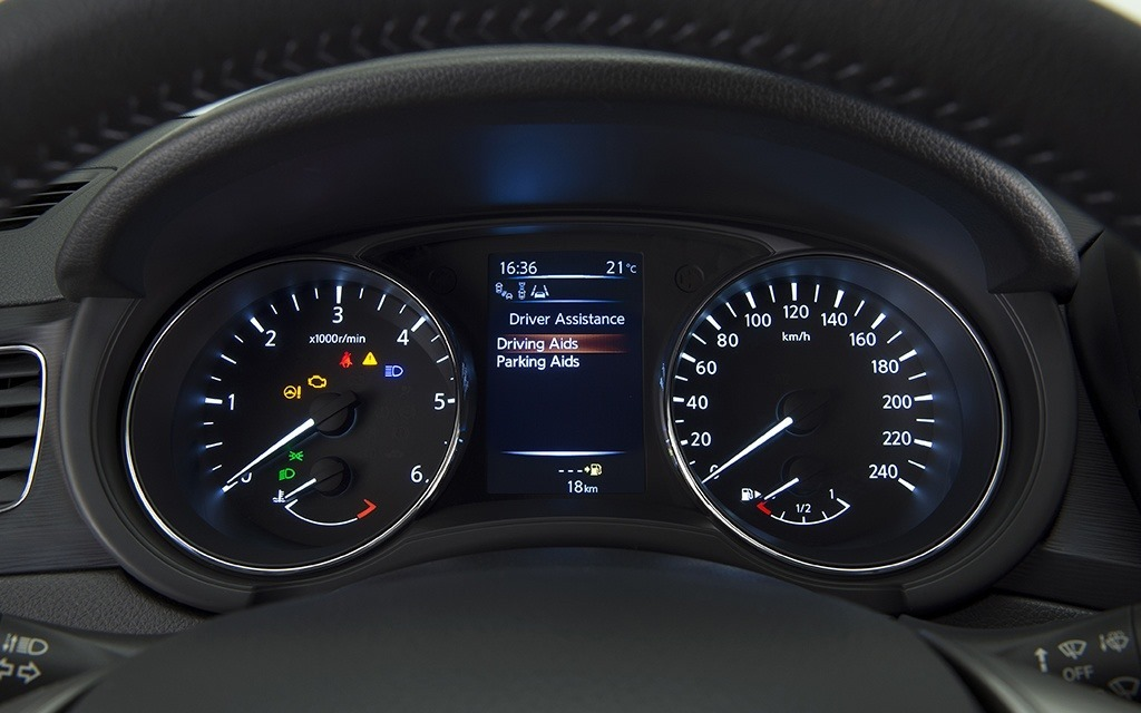 Nissan Pulsar Instrument Console