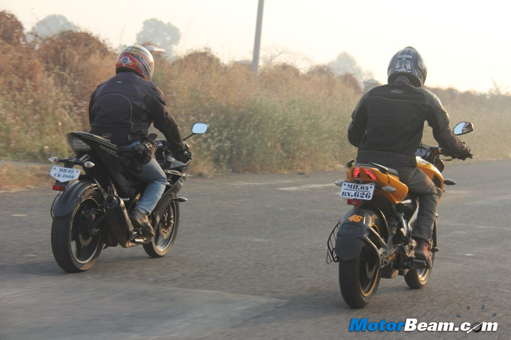 Pulsar 200 NS vs Yamaha R15 Review