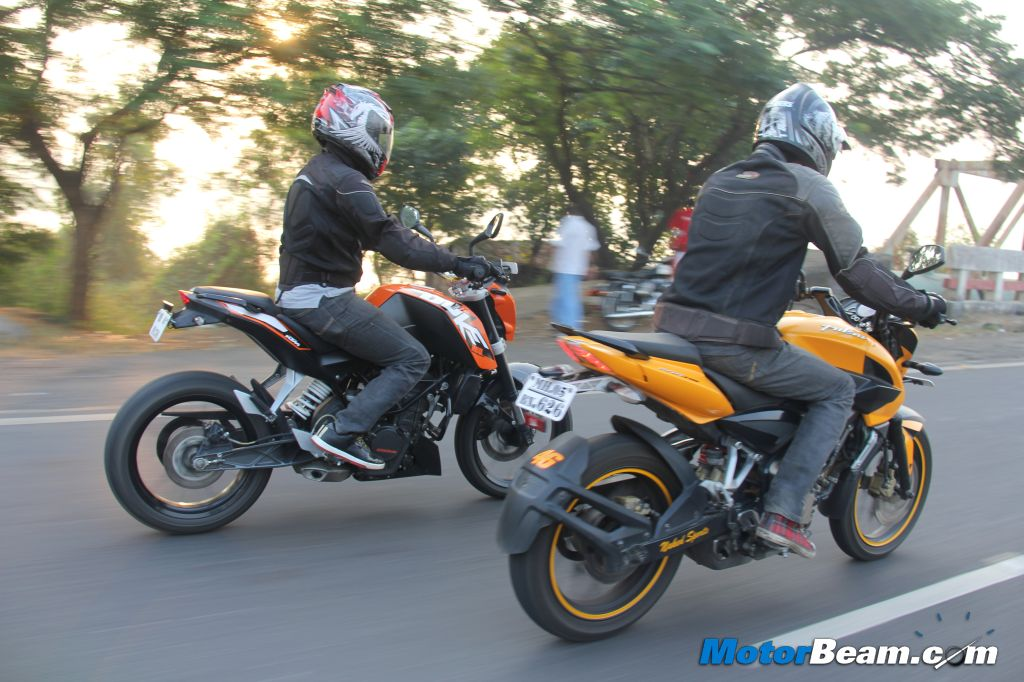 KTM Duke 200 vs Pulsar 200 NS - Shootout Review