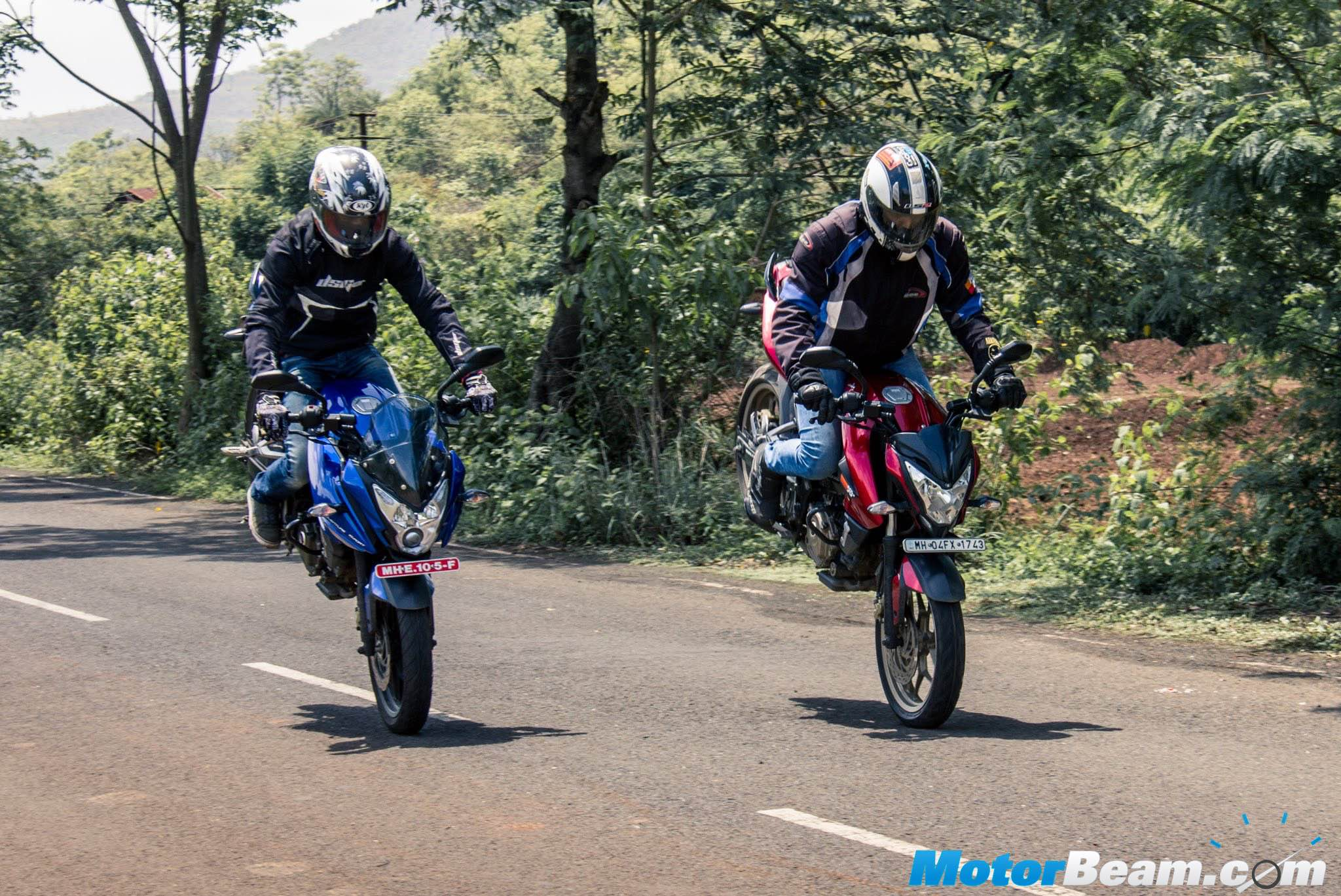 Top 5 150cc 160cc motorcycles in the country indian cars bikes - Pulsar As 200 Vs Pulsar 200 Ns Review