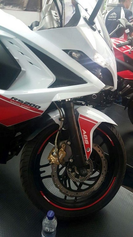 Pulsar RS 200 White Red Front