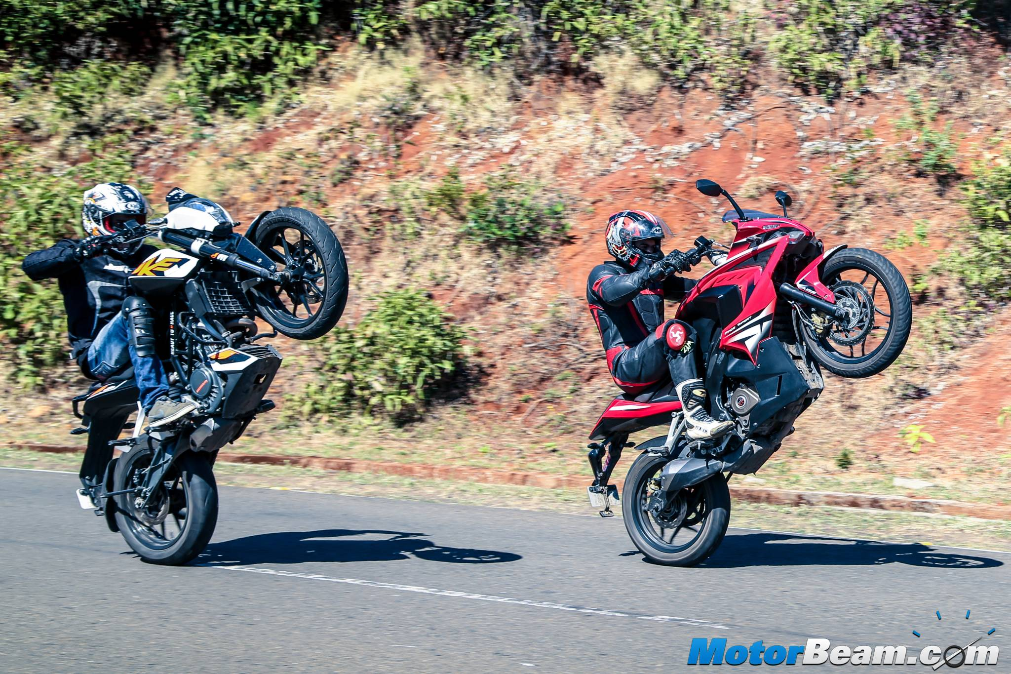 Pulsar RS 200 vs KTM Duke 200