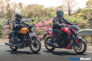 RE Thunderbird 500X vs Bajaj Dominar 400 - Video